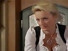 Monika gruber netter dirndl ausschnitt - 1 4