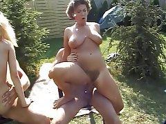 Yüze boşalma, Grup seks, Açık havada