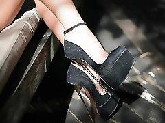 Donna dominante, Feticismo del piede, POV